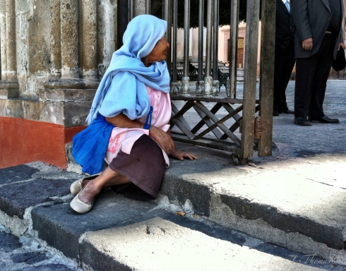 """Esperando en la Puerta"" - ©Tracy J. Thomas, 2012. All rights reserved."